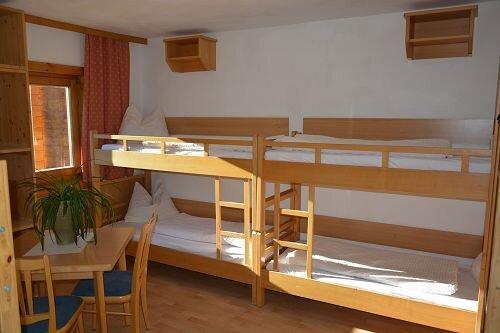gemütlich, praktisch eingerichtete Jugend & Familienzimmer