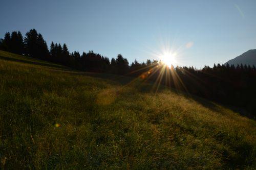 Die Aussicht beim Sonnenaufgang am Christianhof in Saalbach